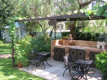 <p>Small seating area with braai and pizza facilities</p>
