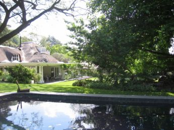 <p>Large property with rolling lawns</p>